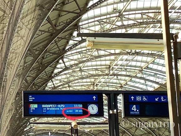 プラハ駅電光掲示板